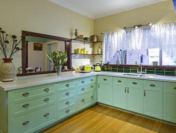 Mitcham-Colonial-style-aqua-kitchen