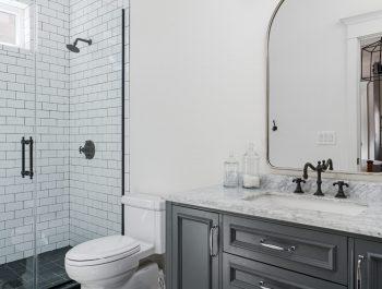 Colonial Style Bathroom-02