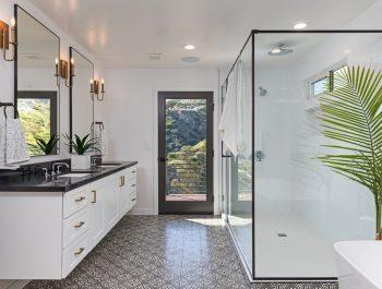 Colonial Style Bathroom-03