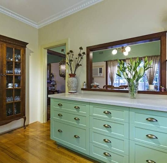 Mitcham-Colonial-style-aqua-kitchen-2