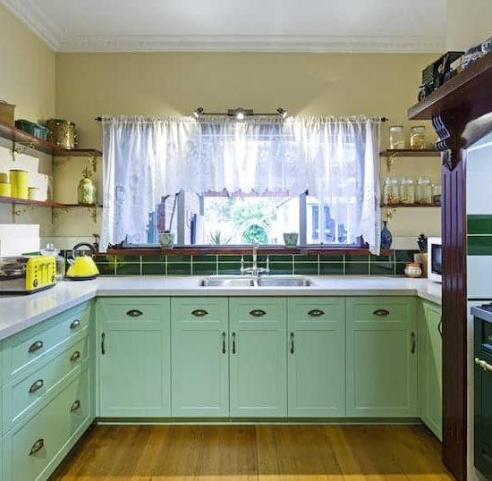 Mitcham-Colonial-style-aqua-kitchen1