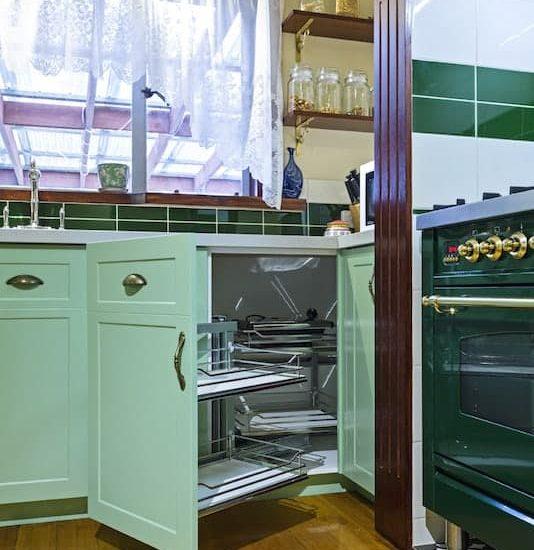Mitcham-Colonial-style-aqua-kitchen4