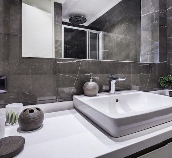 contemporary bathroom_636663618-min