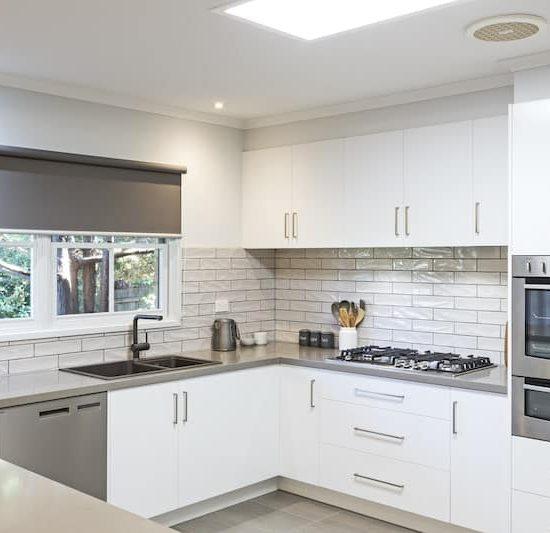 contemporary kitchen marferntreegully_0809-min