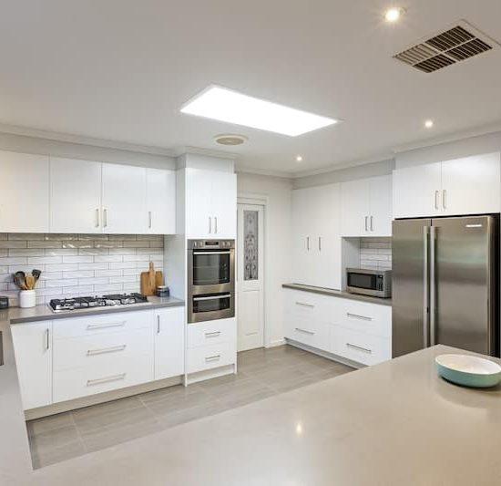 contemporary kitchen marferntreegully_0824-min