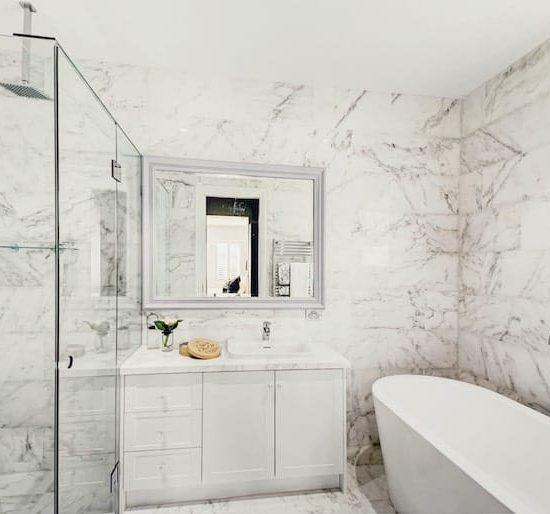 contemporary marble bathroom babalwyn_6367-min
