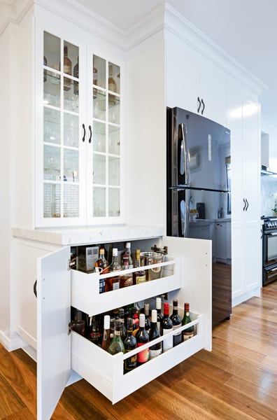 colonial-kitchen-crystal-cabinet-with-blum-tandem-box