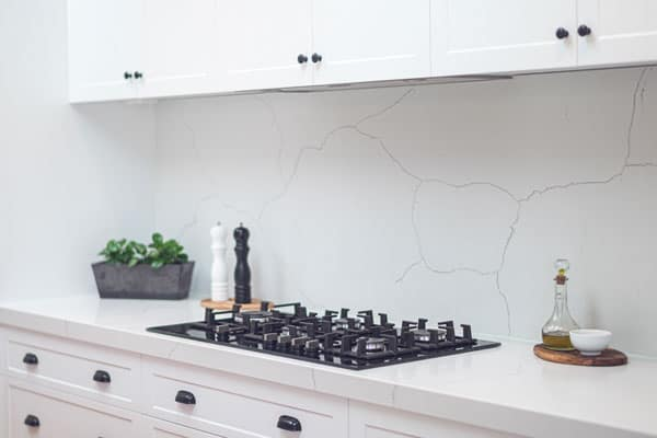 hampton kitchen with stone splashback
